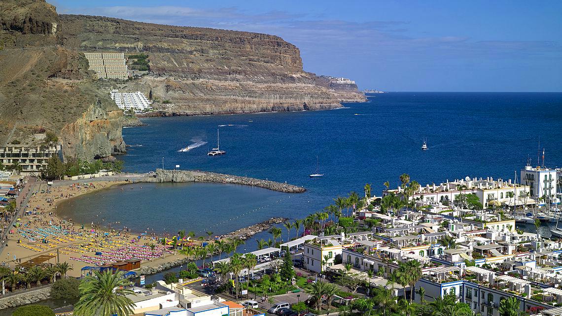 Vista del Puerto y la Playa de Mogán