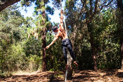 Saulo Sarmiento realiza acrobacias en la Finca de Osorio, en Teror