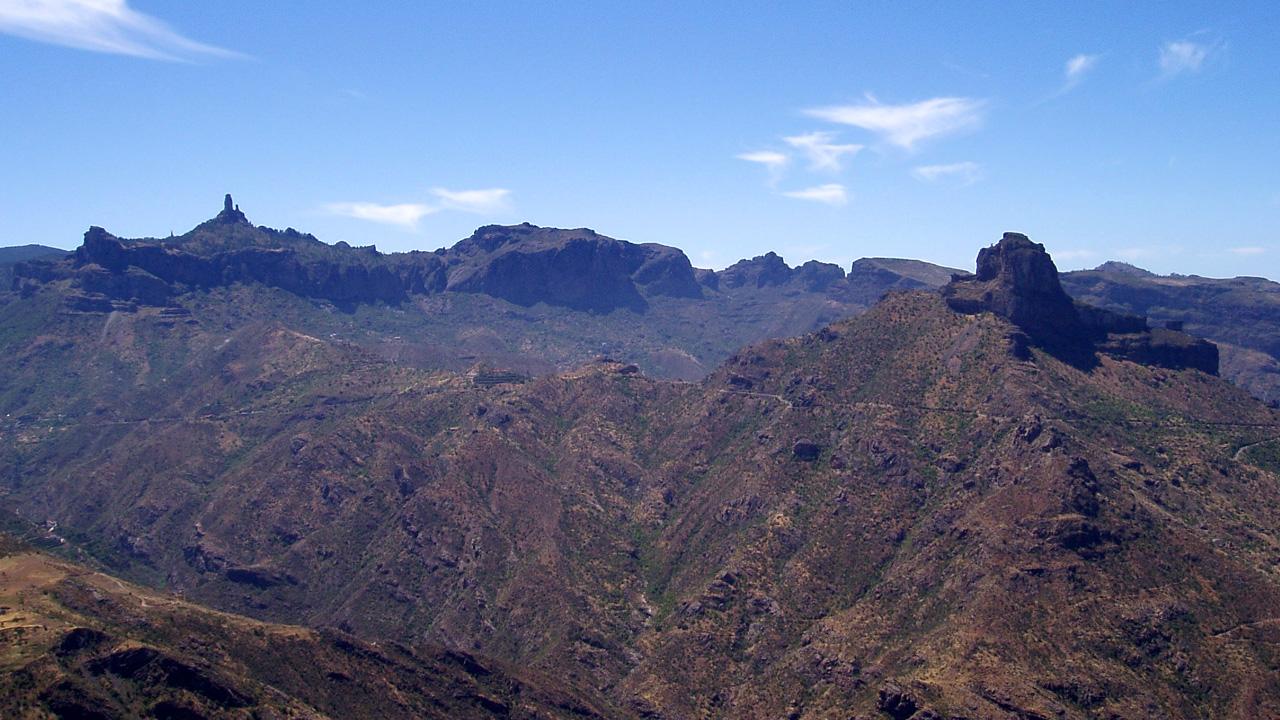 Vista del Roque Nublo y Roque Bentayga desde Artenara