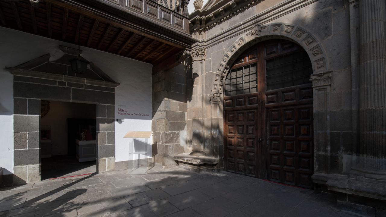 Patio de la Catedral de Santa Ana