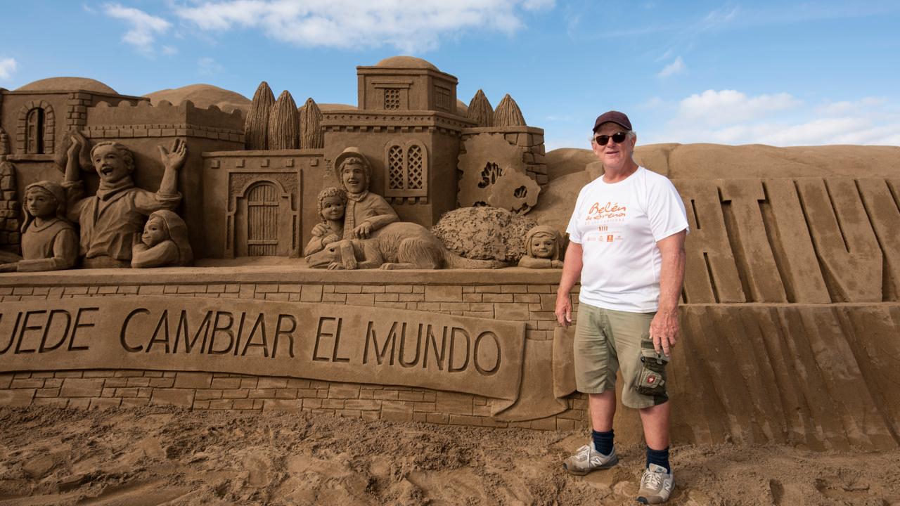 Escultor del Belén de Arena de la Playa de Las Canteras