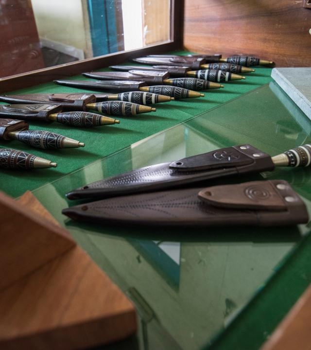 Canary knives