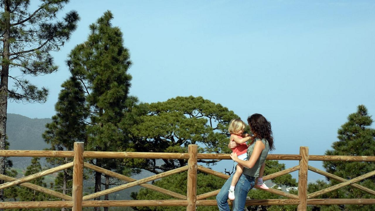Madre e hija disfrutan de un día en el Centro de la isla de Gran Canaria