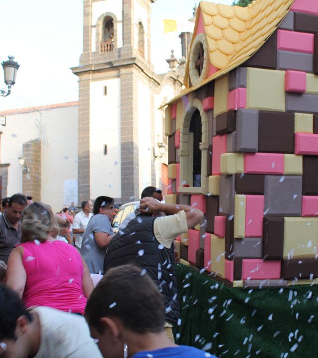 Celebración de la Batalla de las flores de las Fiestas de la Virgen en Santa María de Guía