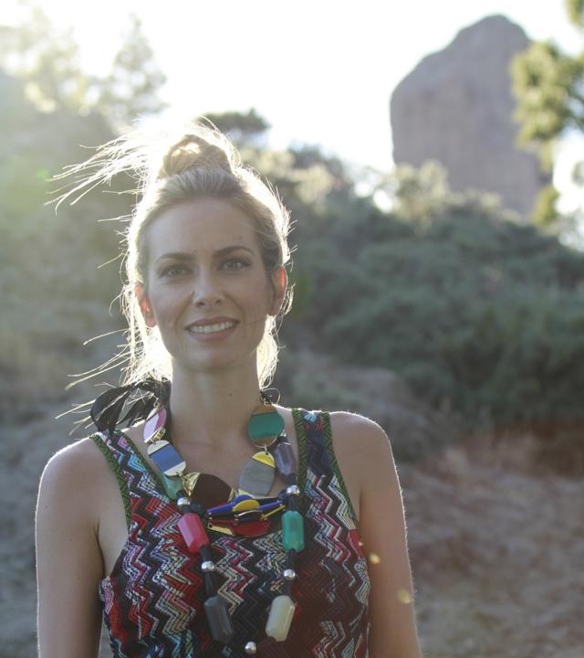 Kira Miró en el camino hacia el Roque Nublo