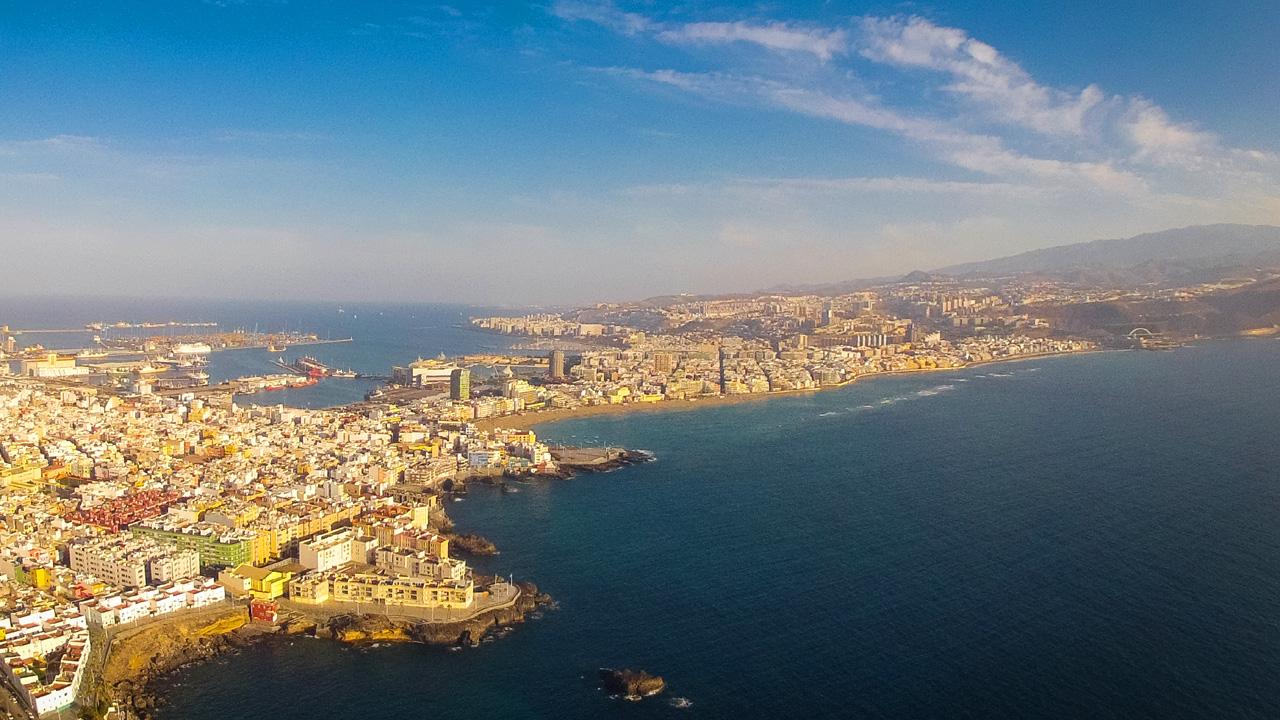 Vista aérea de parte de la ciudad de Las Palmas de Gran Canaria