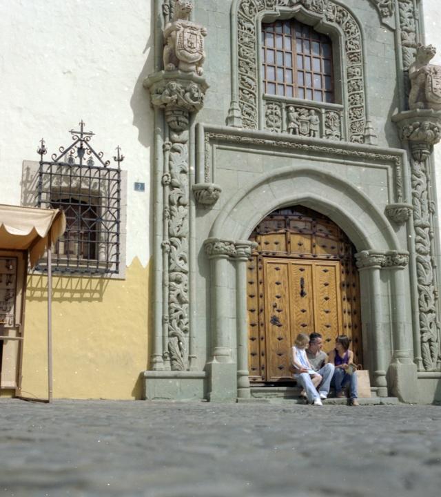 Una familia en la Plaza del Pilar Nuevo, Vegueta