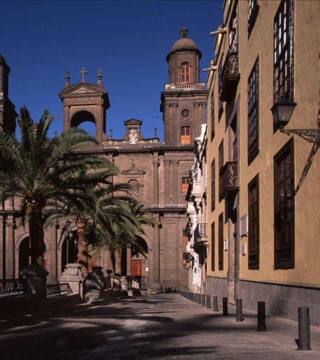 Entorno de la Catedral y Plaza de Santa Ana