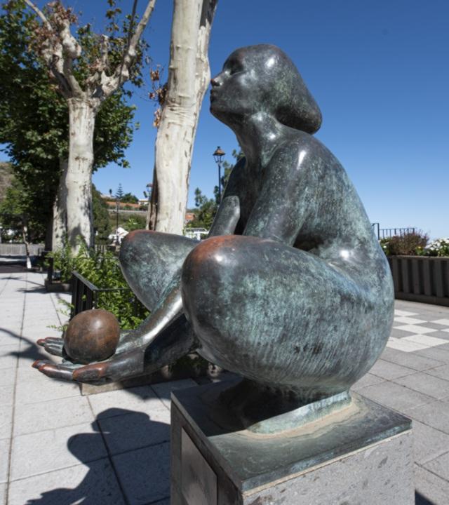"Escultura ""Ofrenda"" de Félix Reyes"