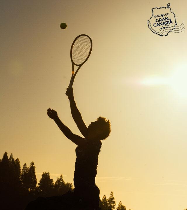 La tenista Carla Suárez práctica su saque en la Cumbre de Gran Canaria