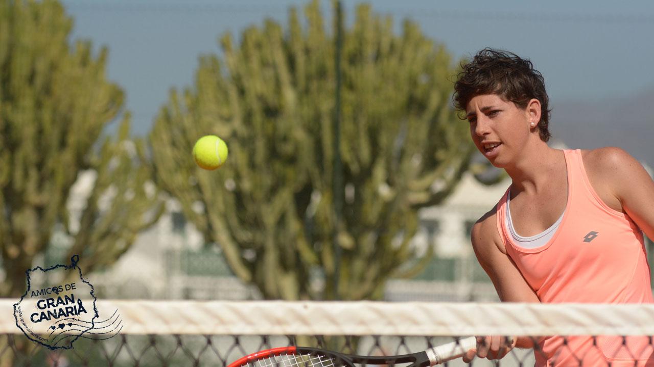 La tenista Carla Suárez juega al tenis en Gran Canaria