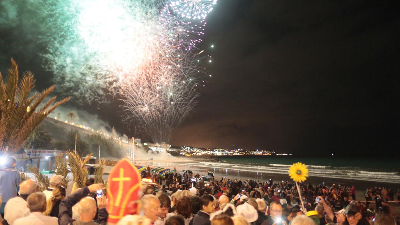 Entierro de la Sardina, acto que se celebra en el Carnaval Internacional de Maspalomas. Fotografía de Carnaval Internacional de Maspalomas, Gran Canaria