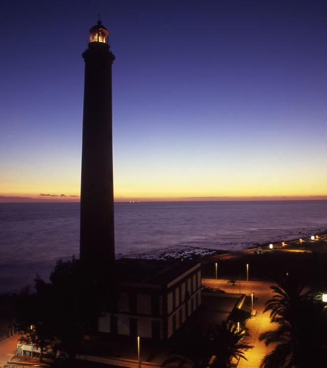 Imagen nocturna del Faro de Maspalomas