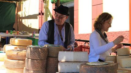 Stand de quesos en Santa María de Guía, en Gran Canaria
