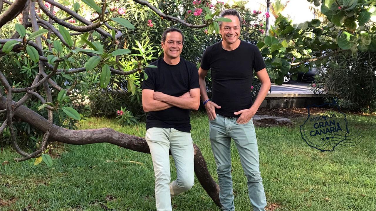 Los cocineros y Hermanos Torres posan sonrientes en la isla de Gran Canaria