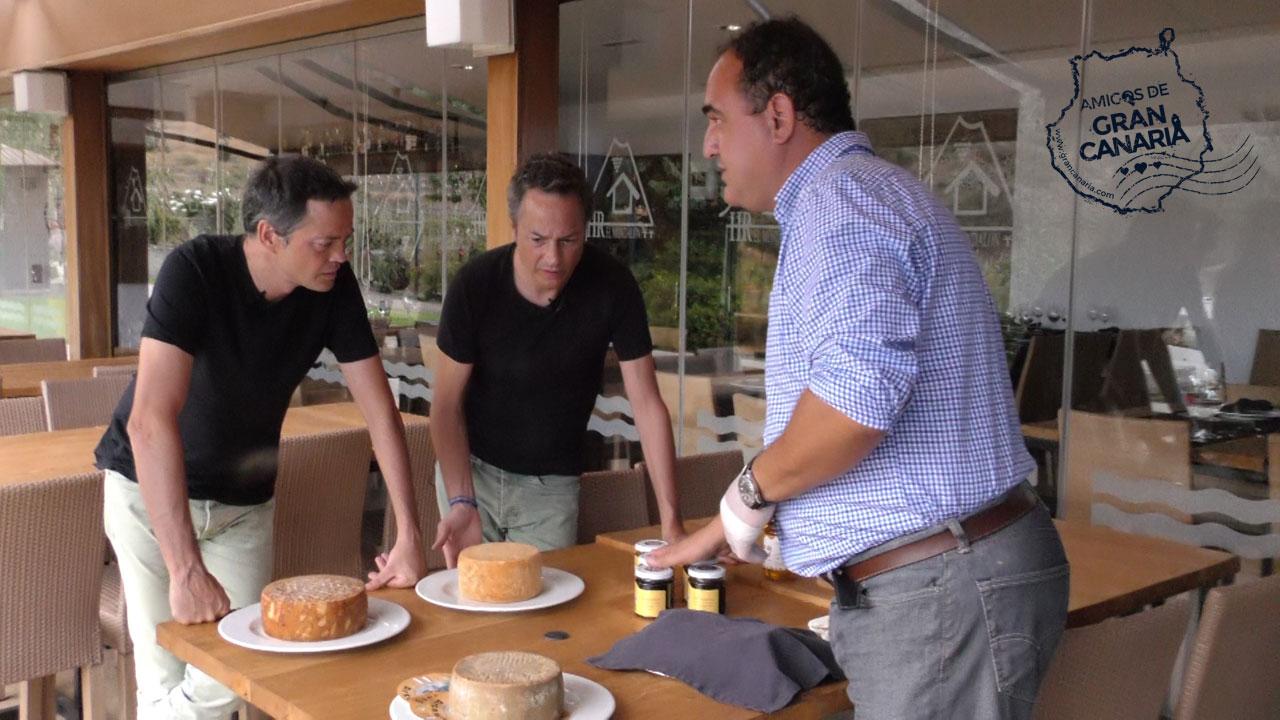 Los cocineros y Hermanos Torres reciben información sobre la Miel y Quesos de Gran Canaria