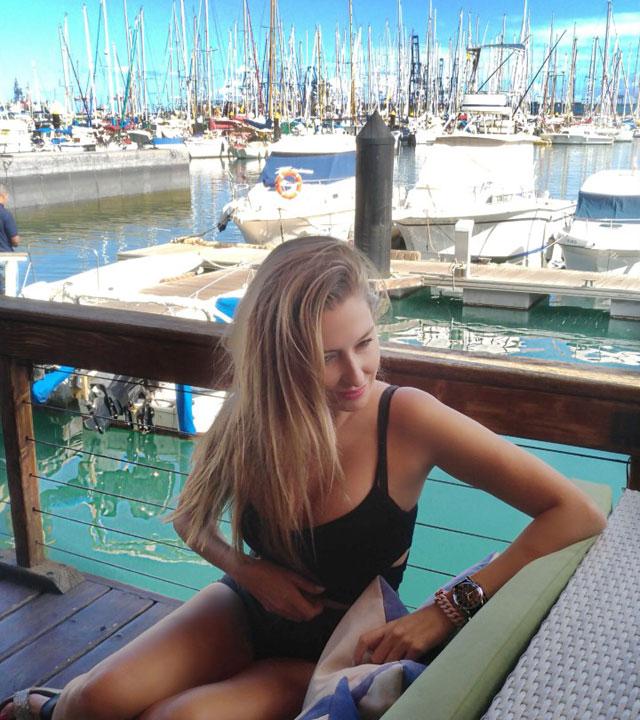 Lara Martín Gilarranz en el Muelle Deportivo de Las Palmas de Gran Canaria, en la isla de Gran Canaria