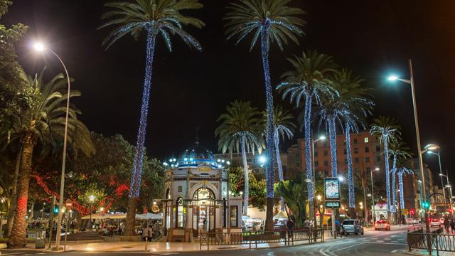 Parque de San Telmo iluminado con luces de Navidad, en Gran Canaria