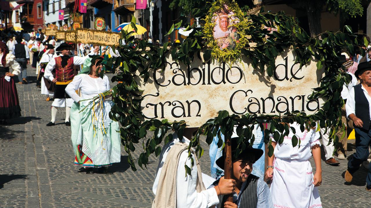 Ofrenda a Nuestra Señora la Virgen del Pino en Teror, Gran Canaria