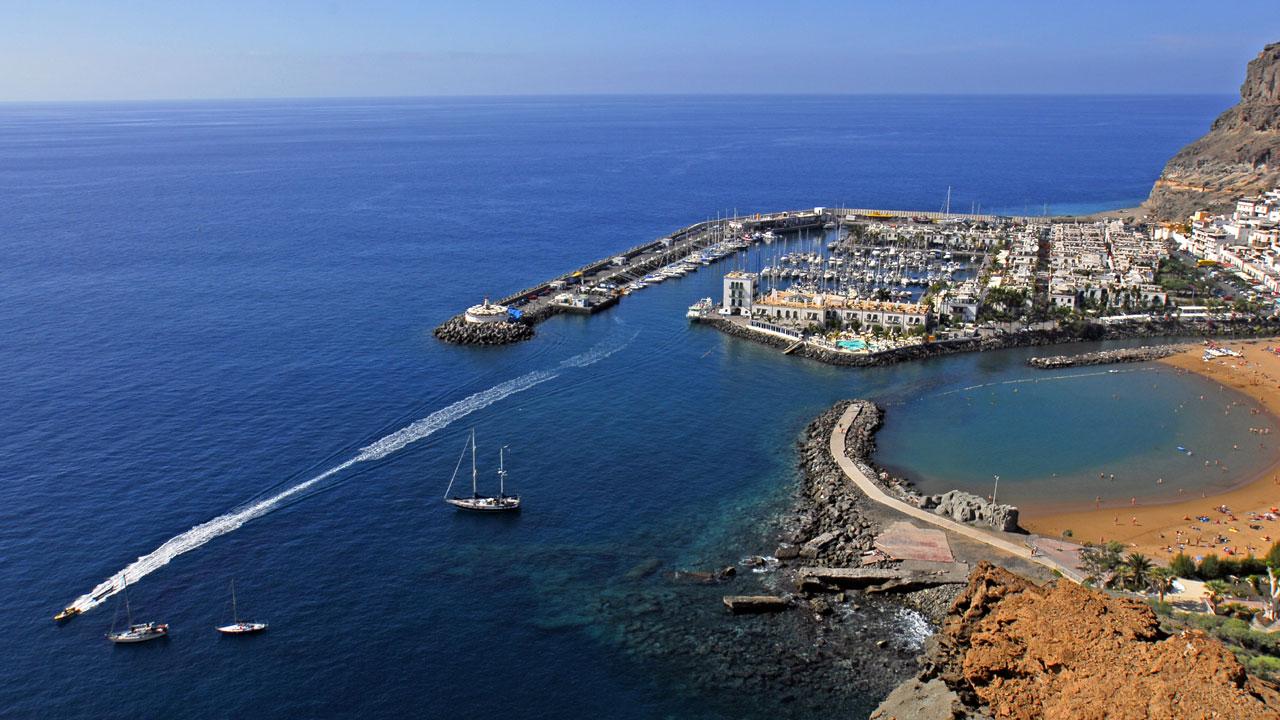 Playa y Puerto de Mogán en Gran Canaria