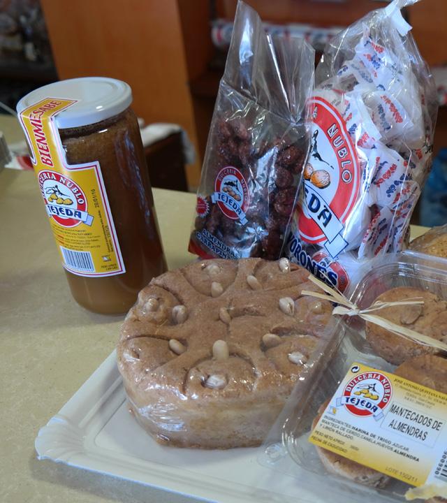 Bienmesabe, Mazapan, Polvorones, Almendras Garrapiñadas y Mantecados de Almendra, productos realizados con almendras