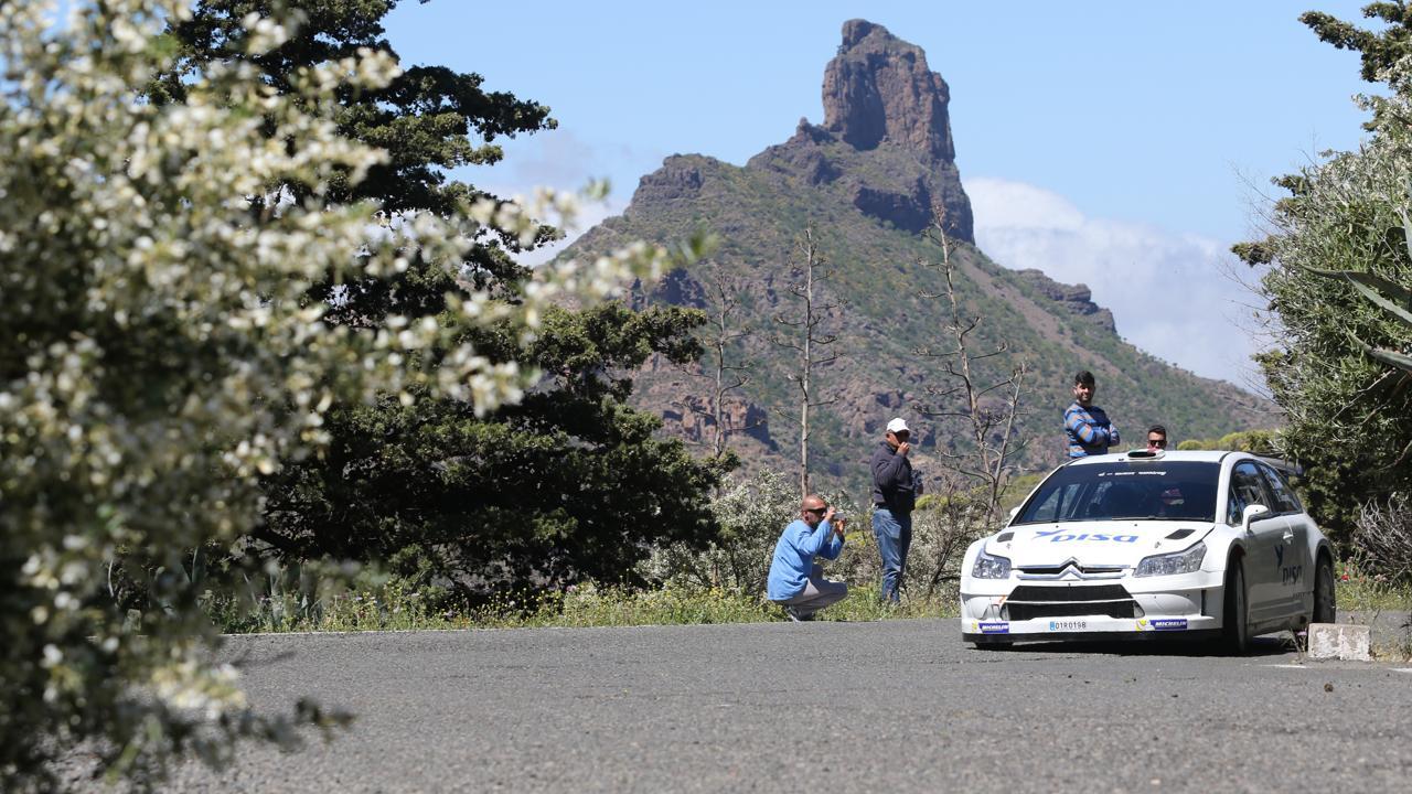 Test en Tejeda del Rally Islas Canarias, en la edición de 2015. Bentayga al fondo. Gran Canaria