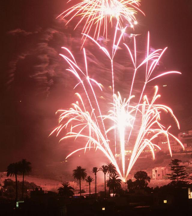 Fuegos artificiales en las Fiestas de San Lorenzo. Las Palmas de Gran Canaria, Gran Canaria