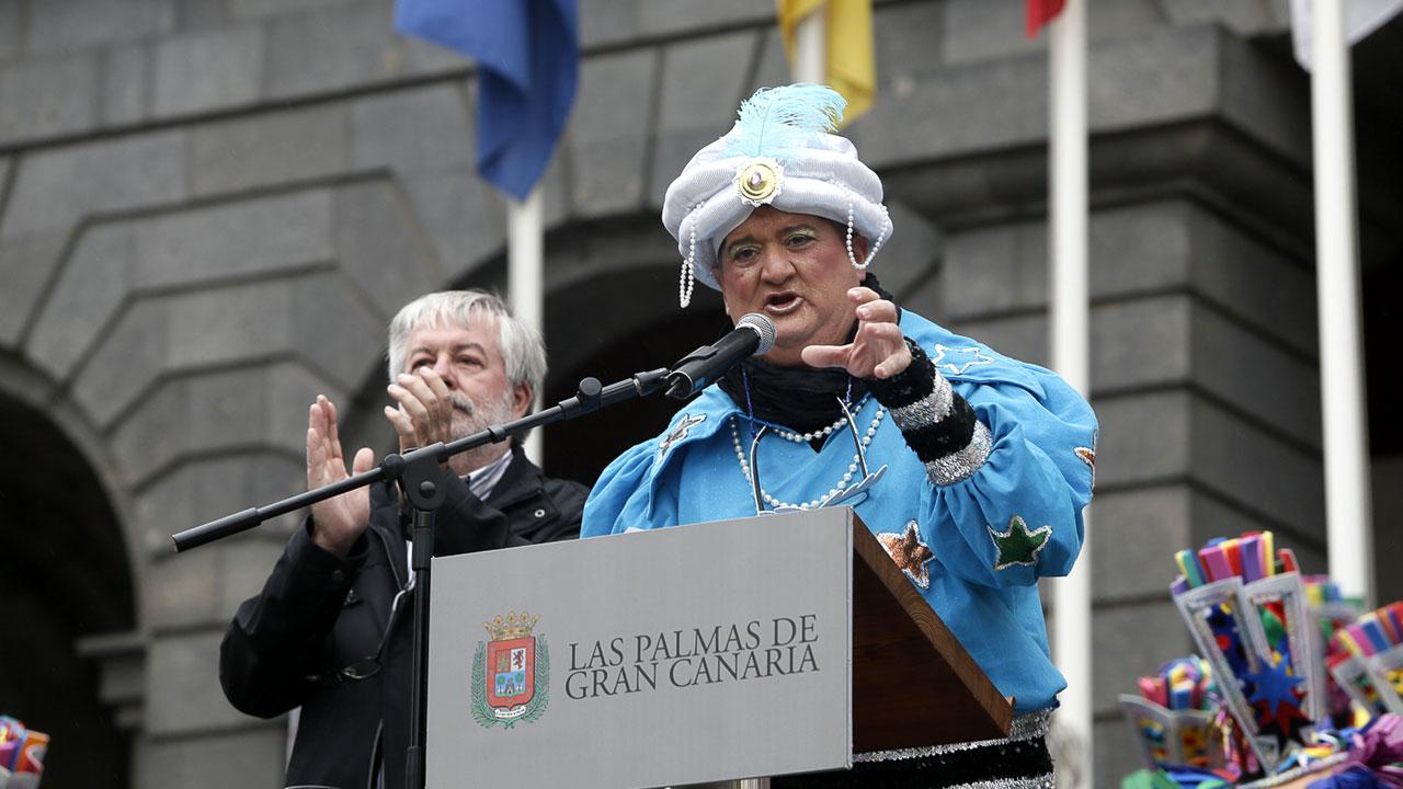 Tito Rosales de la Murga Los Chancletas en el Pregón del Carnaval de Las Palmas de Gran Canaria 2015