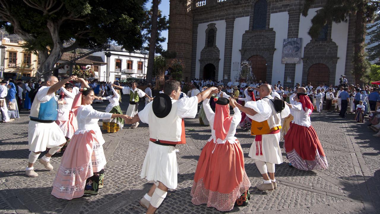 Baile folclórico en las Fiestas del Pino en Teror, Gran Canaria