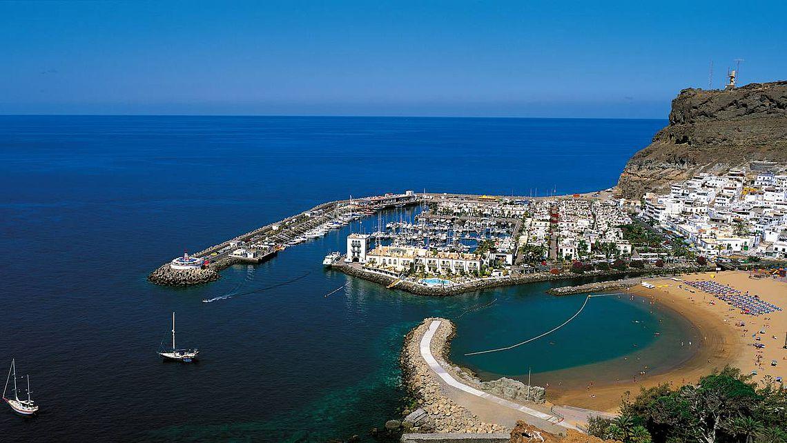 Der Strand von Mogán auf der Insel Gran Canaria