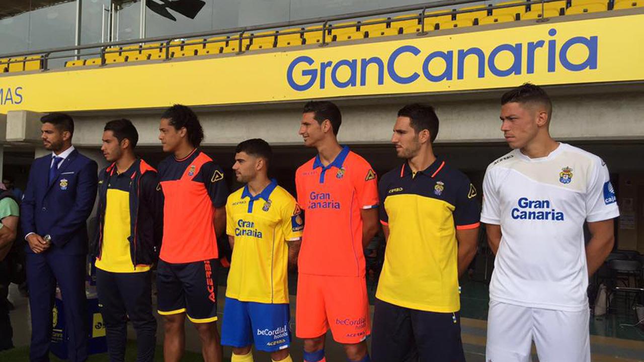 Presentación de la nueva equipación de la UD Las Palmas en el Estadio de Gran Canaria