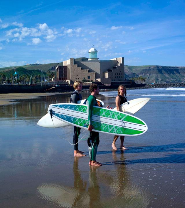 Surfers im Strand Las Canteras, Las Palmas de Gran Canaria, Gran Canaria