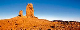 Roque Nublo junto a cielo azul