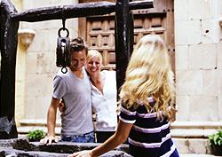 Tourists in the courtyard at the Casa de Colón