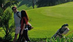 Una pareja en un campo de golf de Gran Canaria