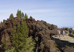Ett par i en av utsiktspunkterna på Gran Canaria