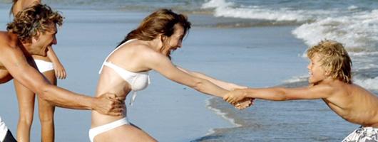 Lek vid strandkanten i Playa del Inglés