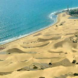 Vista aérea do oceano de dunas de Maspalomas