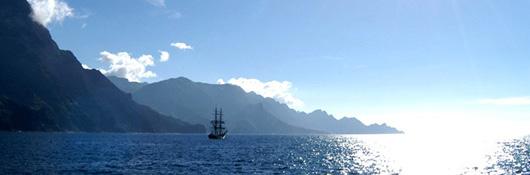 Cielo e mare azzurri nella costa di Gran Canaria