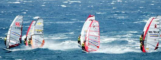 Compétition de planche à voile à Pozo Izquierdo