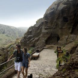 A couple strolling around the Cenobio de Valerón