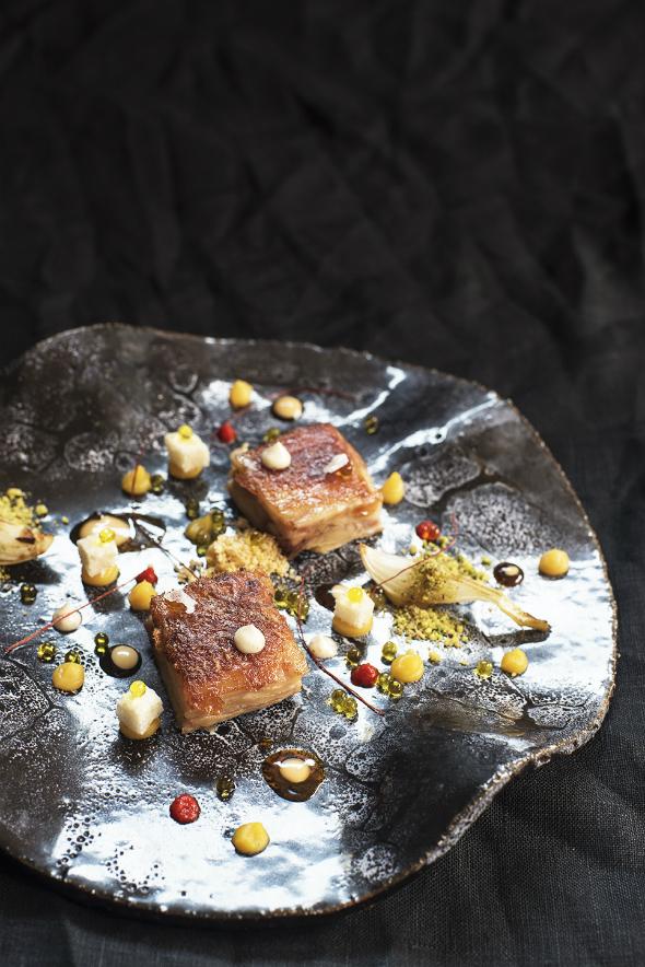 Cochinillo Negro asado con naranja, soja y cebolla de Gáldar