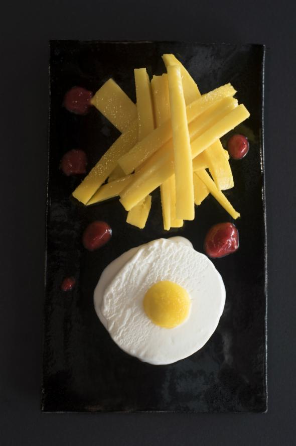 Trampantojo de Huevos con papas fritas y ketchup
