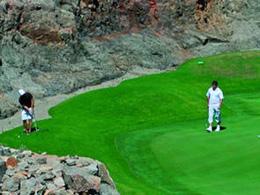 Deux joueurs sur un green du Salobre Golf