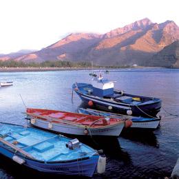 Småbåtar i Aldeas hamn