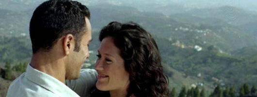 Lächelndes Paar am Aussichtspunkt von Gran Canaria