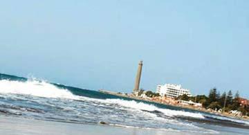 Blick vom Strand zum Leuchtturm von Maspalomas