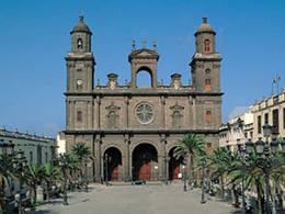Die Kathedrale und der Platz Santa Ana