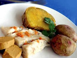 """Kanarischer """"Sancocho"""" mit Kartoffeln, Fisch und Gofio"""