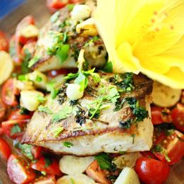 Thon à la plancha sur une salade de tomates